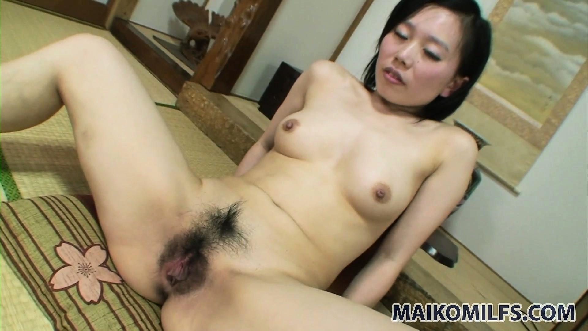 porno-aziatki-v-plate
