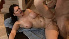 Brunette bimbo with a nice pair of tits takes it down to the balls