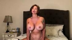 Mature masturbate in bed